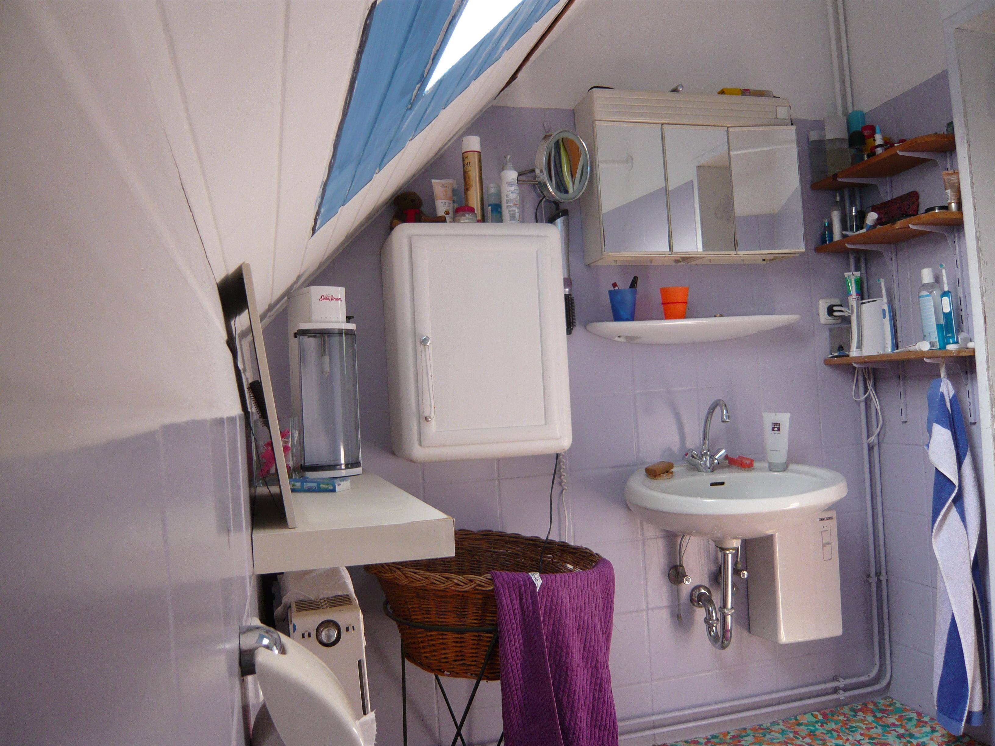 Badezimmer mit Echtholz Akazie